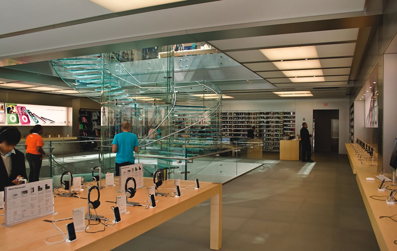 retail-apple-boylston-sales-floor_1
