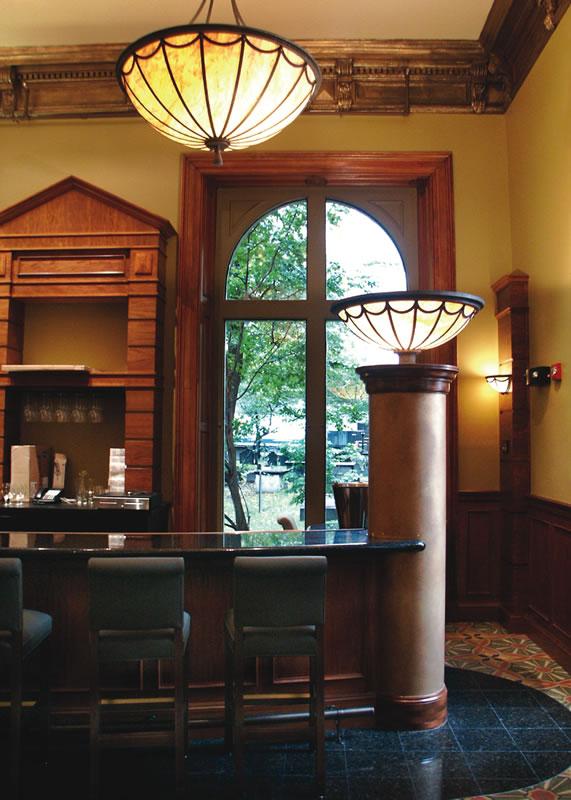 restaurant-ruths-chris-boston-bar-end-detail